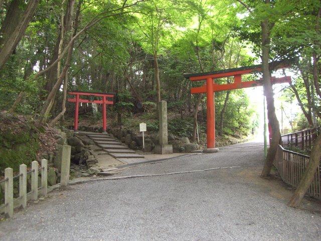 本宮から奥にもお宮があり吉田山公園にも