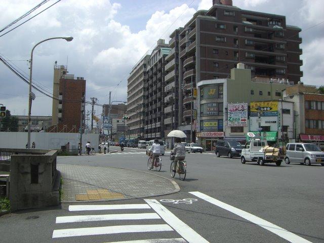 堀川丸太町(西南角から西を望む)