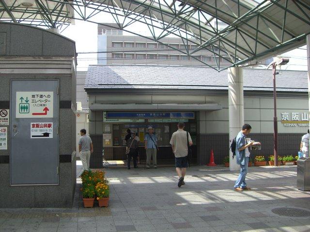 京阪山科駅:JR山科駅の真ん前です