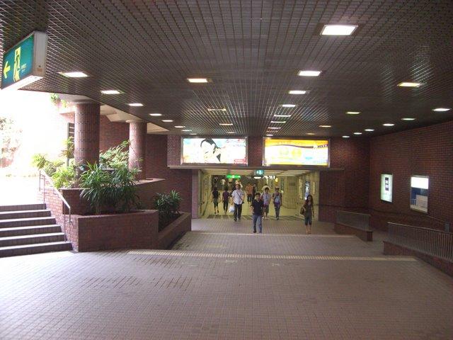 京都駅への地下道