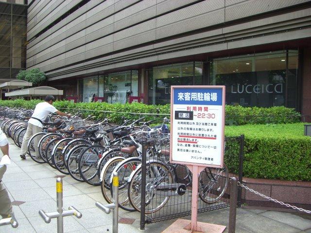 自転車置場、京都は自転車が多い
