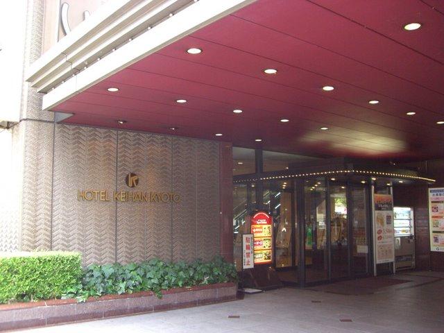 八条通り側入り口