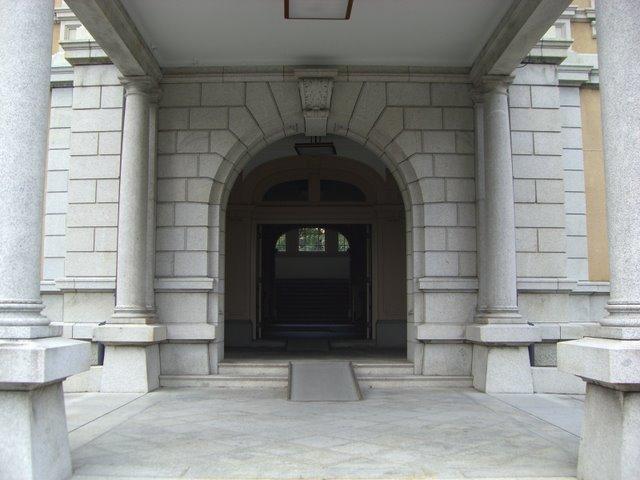 旧本館入り口