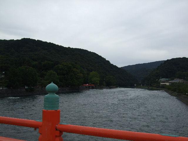 橋上から下流側の景色