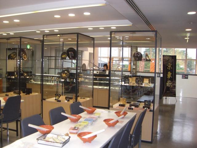 京象嵌の製作(手前は七味調合体験コーナー)
