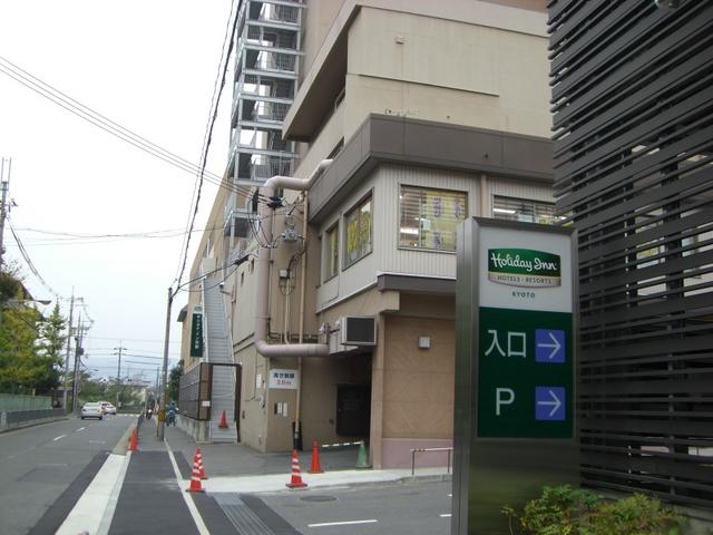 川端通からの駐車場入り口