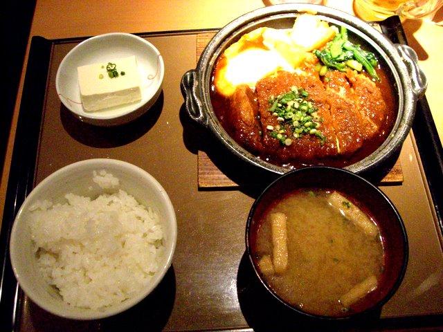 味噌かつ煮定食690円