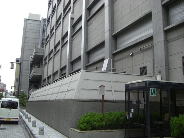 ビル南側(三条通り)
