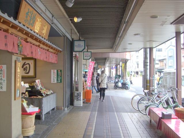 河原町通りに面した店並み