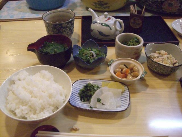 小鉢類。これにメインの魚料理と味噌汁がつく