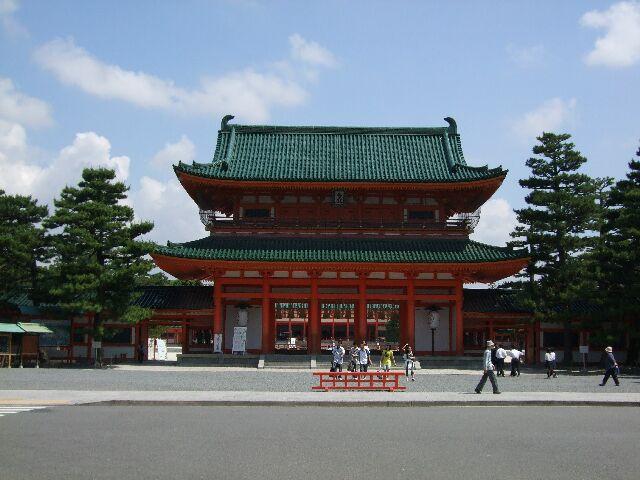 平安神宮の正面玄関になります。