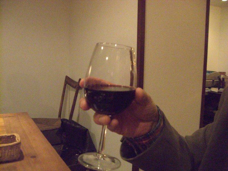 サングリア、赤ワインをベースにフルーツで甘くしたスペイン・アンダルシア地方の飲み物