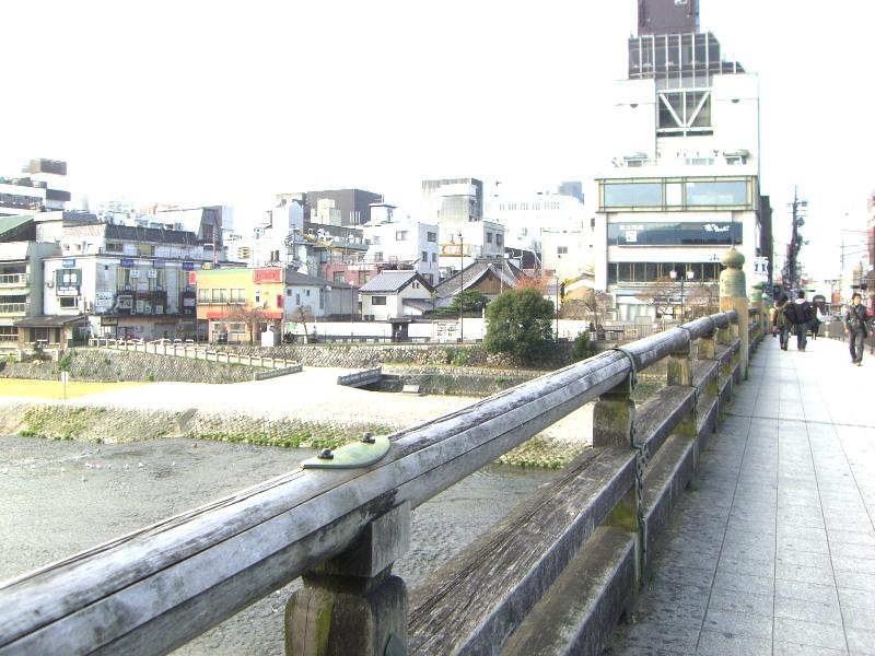 三条大橋から南西を見る