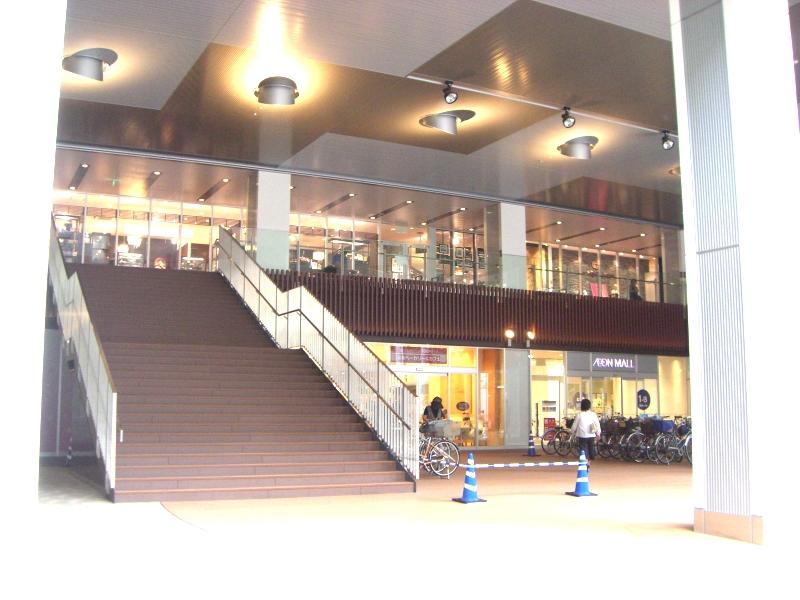 モールは二つの建物で構成されていてこちらはSakura館