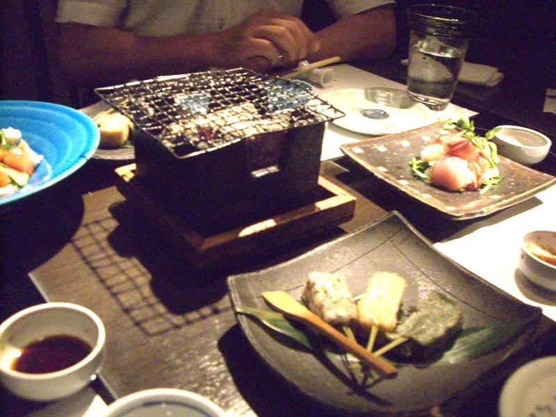 炭火焼料理には卓上七輪(角ですが)