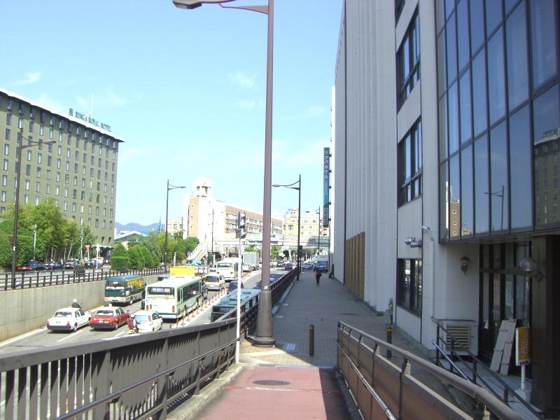 左にリーガロイヤル、右にはアパホテルがあります