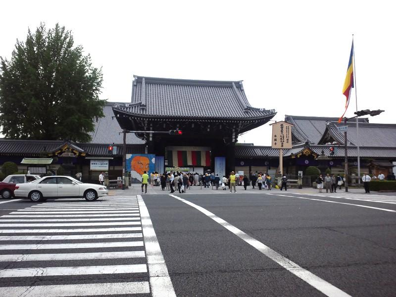 西本願寺へ向かう人々