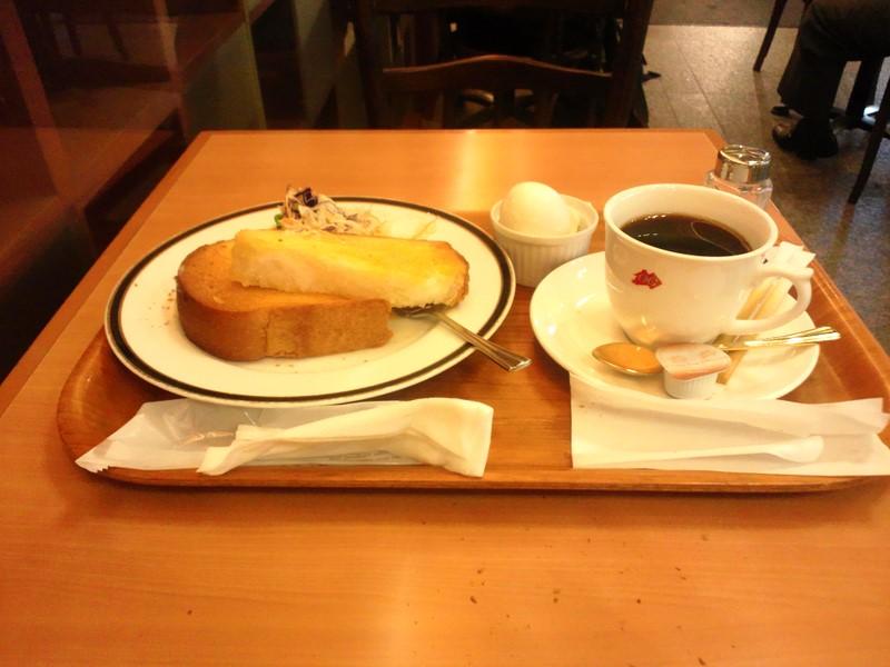 トースト、ゆで卵、サラダそしてもちろん珈琲