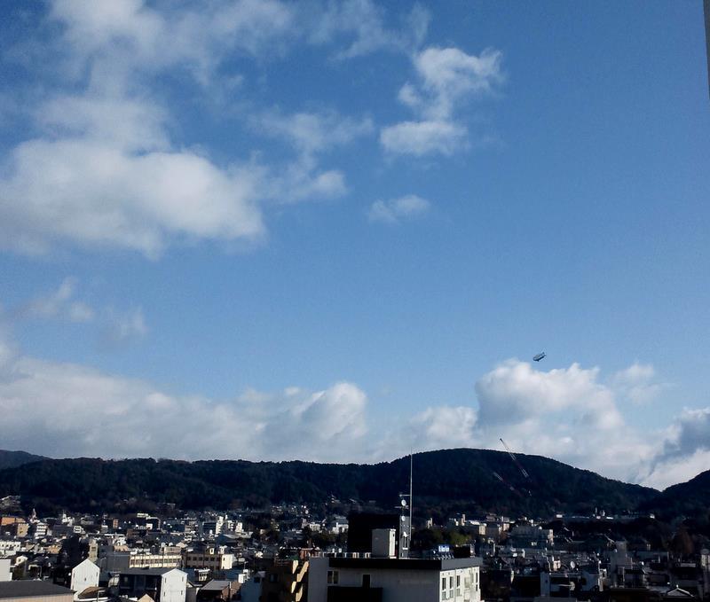中央に清水寺、右に京都女子大