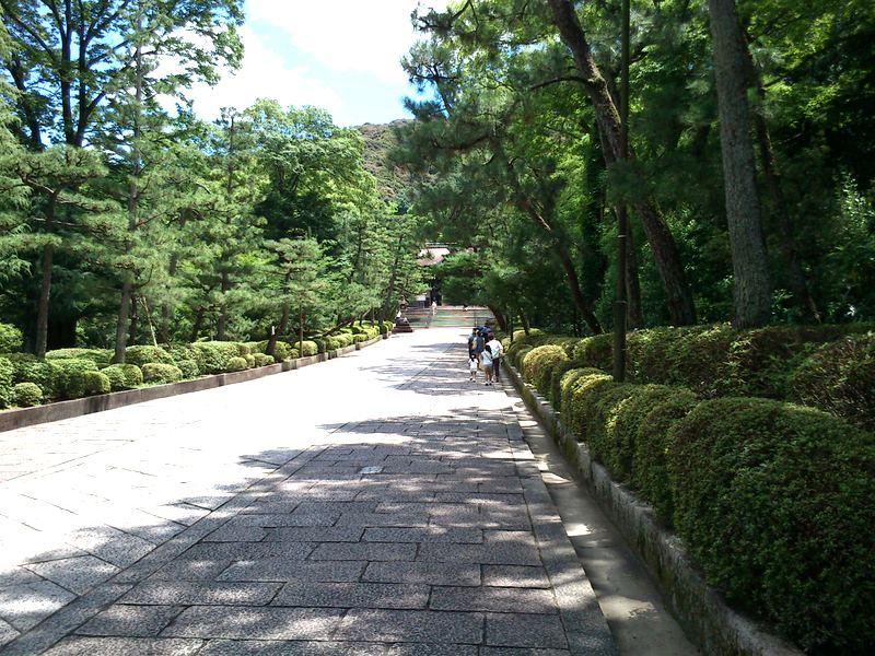 円山公園側から大谷祖廟への参道。