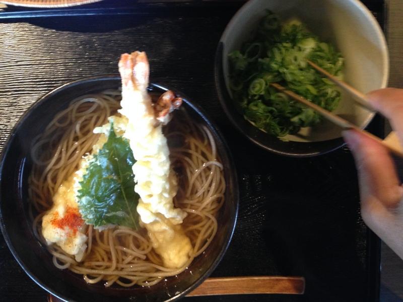 天ぷらそば 単体そばにはネギが別の器で出されちょっとうれしい